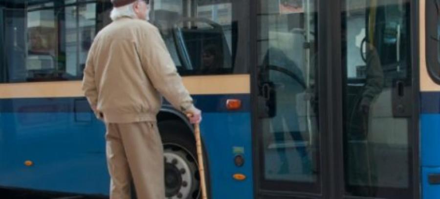 Egy idős bácsinak ellopták a pénztárcáját a buszon! Zseniális, ahogyan visszaszerezte a tolvajtól a jogos tulajdonát!