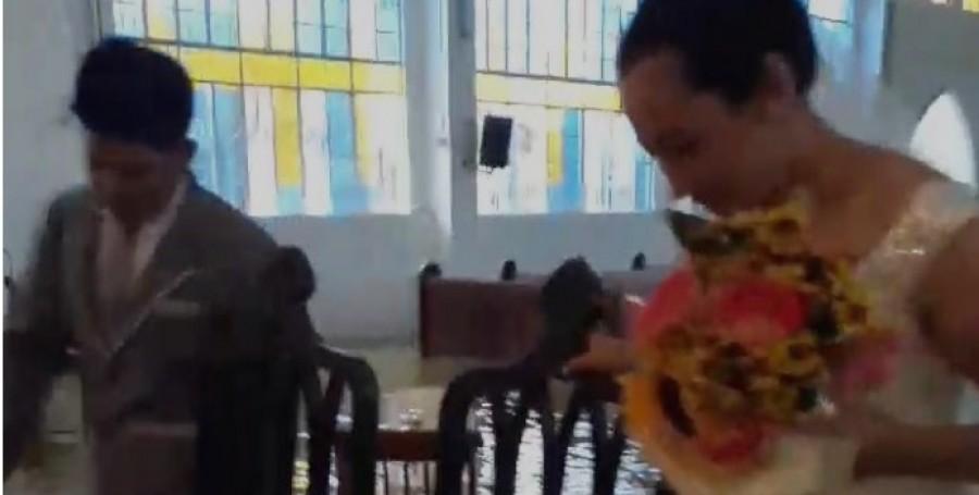 Még a monszun sem tudta megakadályozni az esküvőt -különleges videó!