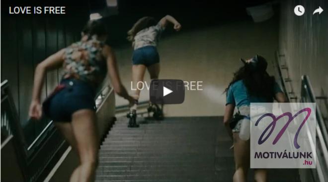 4 lány görkorcsolyát húz, és elvarázsolják a várost! /+videó/