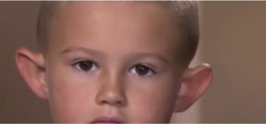Állandóan bántották a fiút a fülei miatt, figyeld mit léptek erre a szülők!