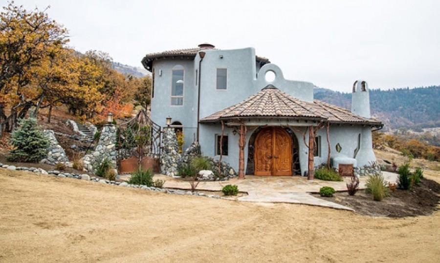 Ez a ház első ránézésre teljesen átlagosnak tűnik, amíg meg nem látod belülről!